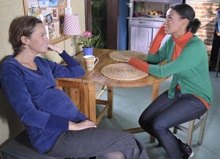 Majka (Monika Mrozowska) jest w ciąży /AKPA