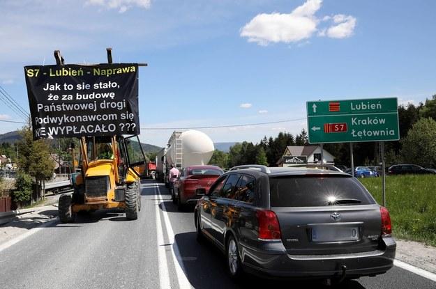 Majowy protest podwykonawców budowy odcinka drogi S7 Lubień-Naprawa na zakopiance /Grzegorz Momot /PAP