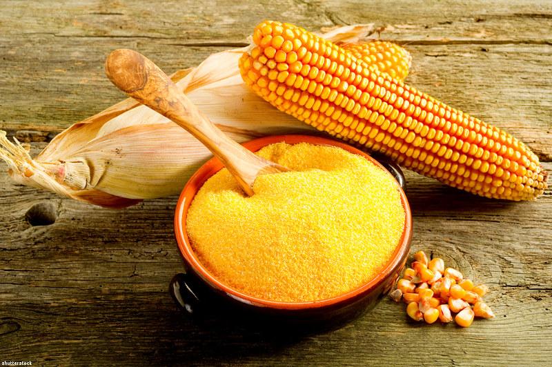 mąka kukurydziana na włosy /© Photogenica