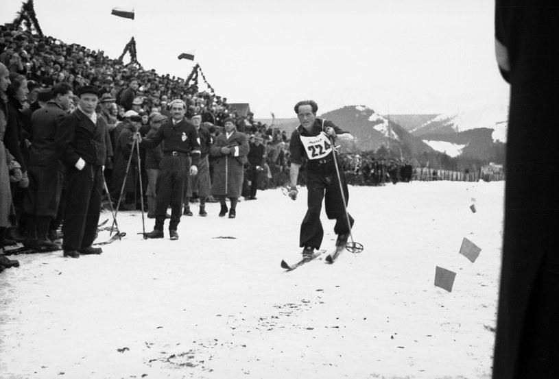 Makabiada 1933. Henryk Mückenbrunn na trasie biegu na 18 km /Z archiwum Narodowego Archiwum Cyfrowego