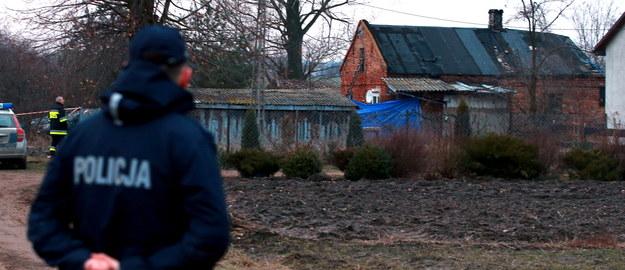 Makabra na Mazowszu. Syn zamordował rodziców, chodził po wsi z zakrwawioną siekierą