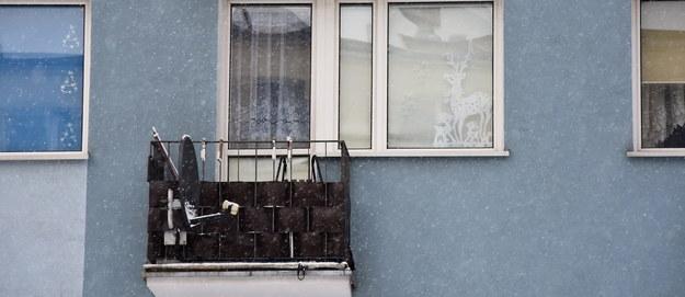 Makabra w Iławie. Oba noworodki, które znaleziono na balkonie, urodziły się żywe