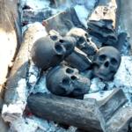Makabryczny grill: Barbecue na ludzkich czaszkach