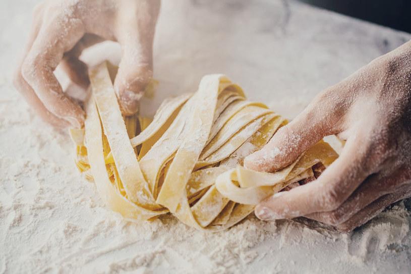 Makaron, podobnie jak mąkę, trzeba przechowywać w ciemnym miejscu