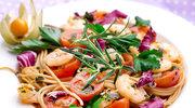 Makaron razowy z krewetkami i pomidorkami