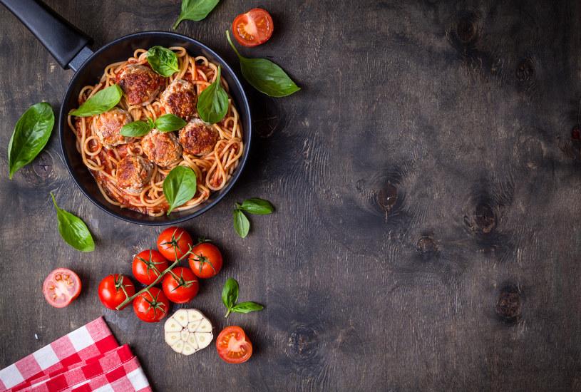 Makaron spaghetti z pulpecikami /123RF/PICSEL