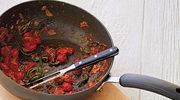 Makaron szpinakowy z pesto i pomidorami