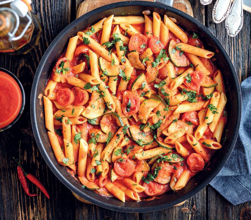 Makaron z cukinią i pomidorkami przygotujesz w 15 minut /materiały prasowe