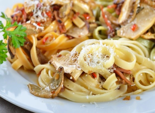 Makaron z grzybami to proste i łatwe danie, które smakuje wszystkim! /123RF/PICSEL