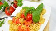 Makaron z pomidorami, czosnkiem i tuńczykiem