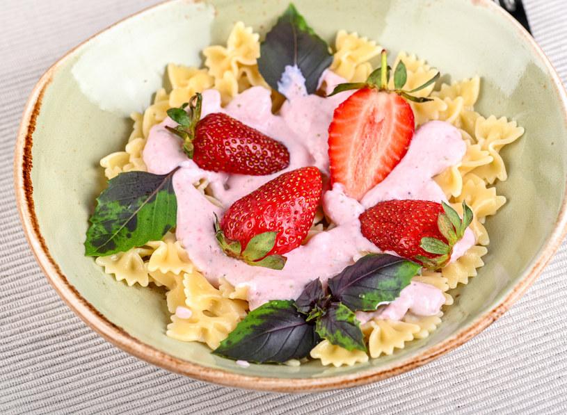 Makaron z truskawkami to smak dzieciństwa, który warto sobie przypomnieć /123RF/PICSEL