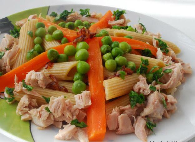 Makaron z warzywami i kurczakiem /Rodzice w kuchni