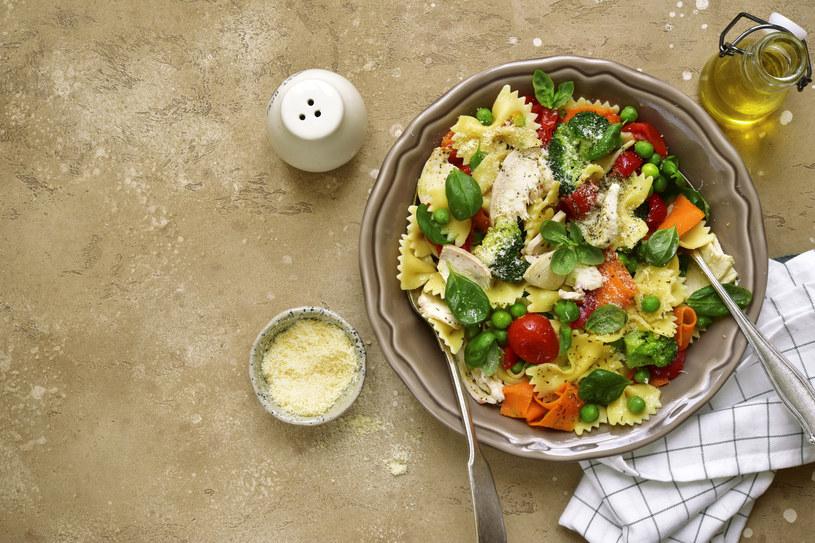 Makaron z warzywami /123RF/PICSEL