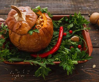 Makaron zapiekany w dyni z porem i kurczakiem