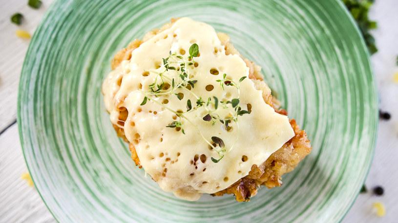 Makaron zapiekany z serem to klasyczne, szybkie danie obiadowe /INTERIA.PL