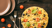 "Makaronowa ""pizza"" z oliwkami i karczochami"