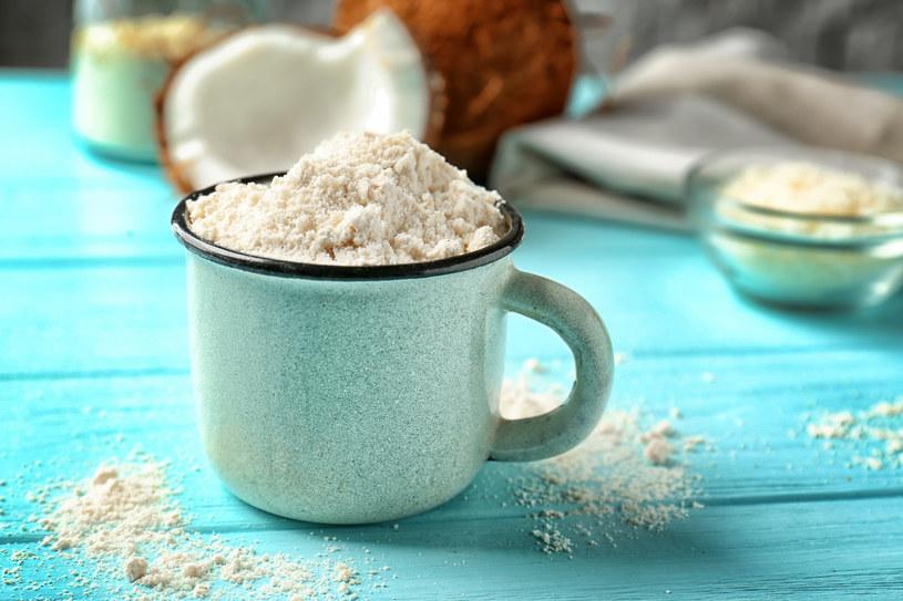 Mąkę kokosową stosuje między innymi Ania Lewandowska /123RF/PICSEL