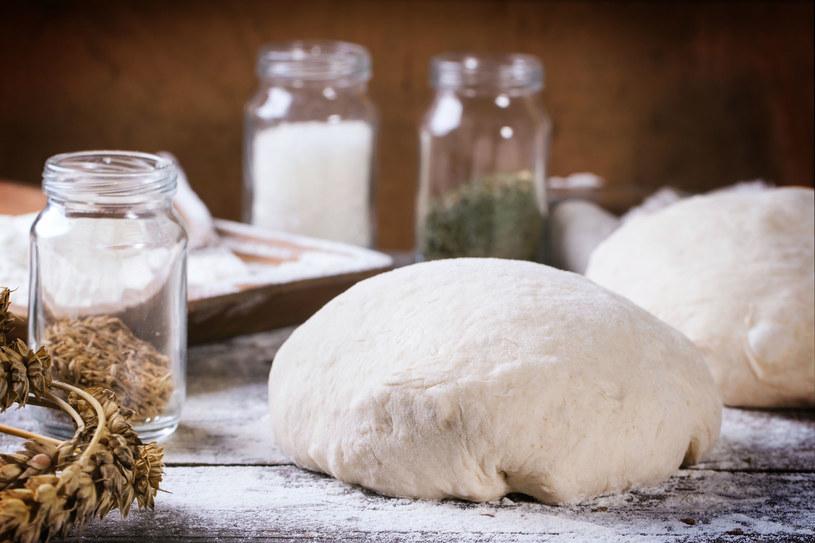 Mąki pszenne i żytnie to te, których najczęściej używa się w przemyśle piekarskim /123RF/PICSEL