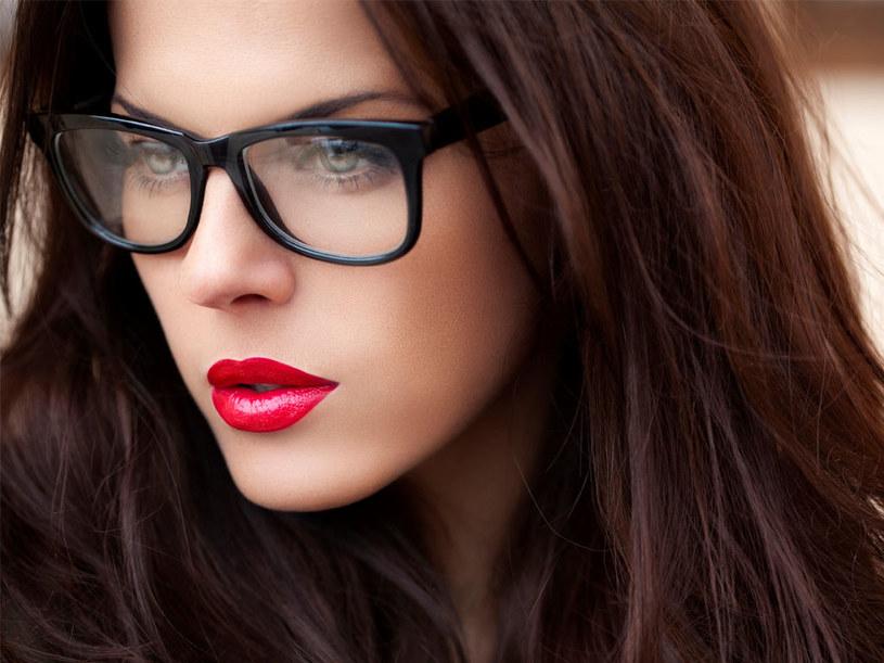 makijaż do okularów /© Photogenica