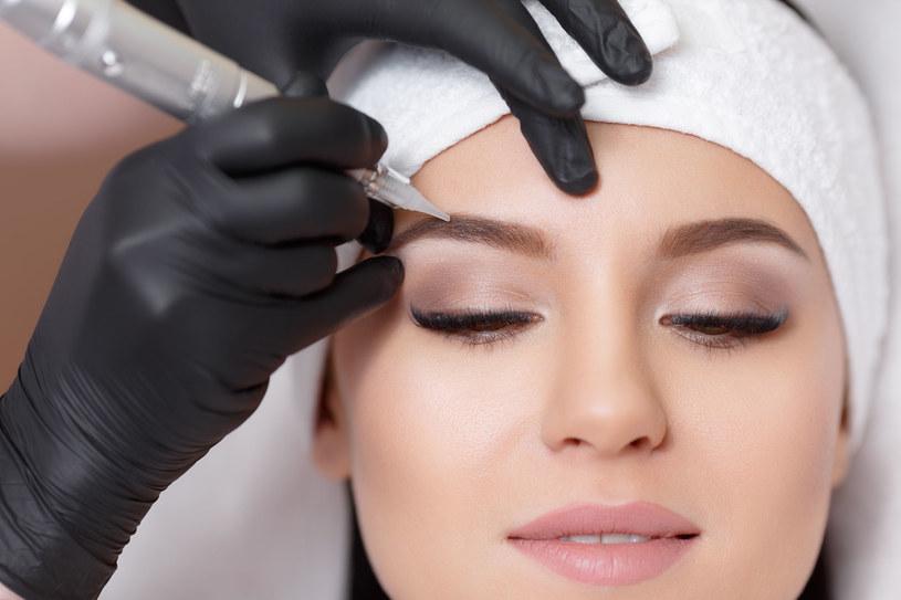 Makijaż permanentny to sposób trwałe podkreślenie oczu, brwi czy ust /123RF/PICSEL