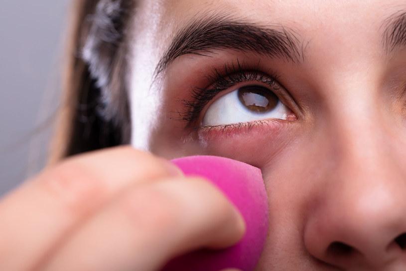 Makijaż rzadko kiedy może służyć naszej skórze /123RF/PICSEL