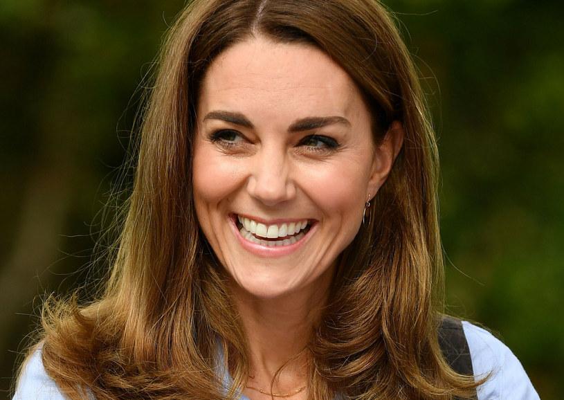Makijażową sztuczkę z różem stosuje sama księżna Kate /Georges Rogers/SIPA /East News