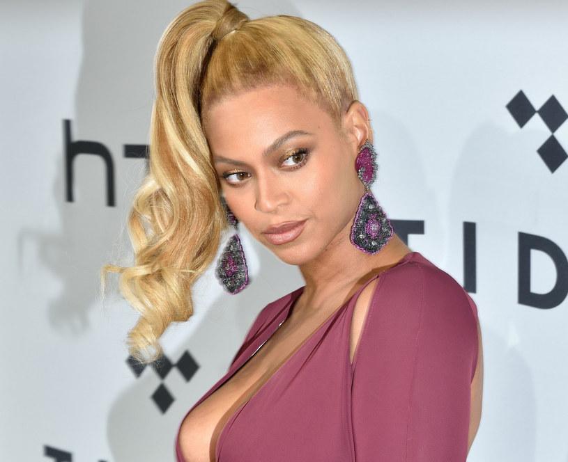 Makijażysta, który na co dzień współpracuje z Beyonce przyznaje, że przed wielkimi wyjściami zawsze radzi swoim klientkom pić więcej soku z marchwi /East News