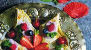 Makowe naleśniki z owocowym serkiem