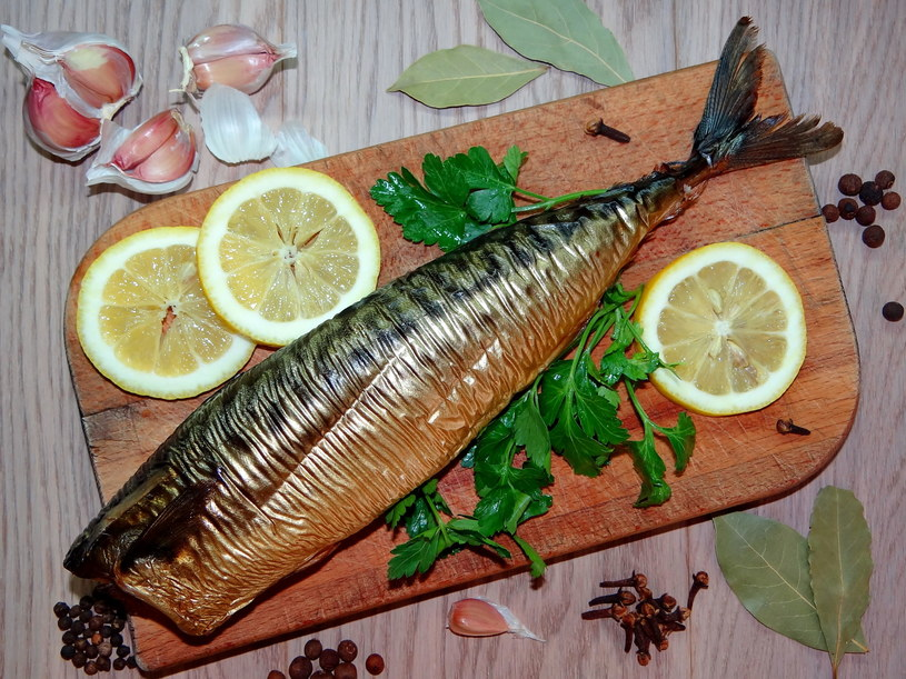 Makrela to bogate żródło witamin, jodu i żelaza /123RF/PICSEL