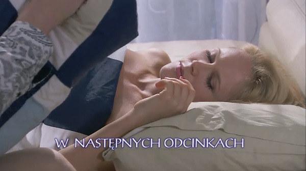 Maks będzie próbował udusić kochankę, jednak w ostatniej chwili zrezygnuje ze zbrodni! /TVN