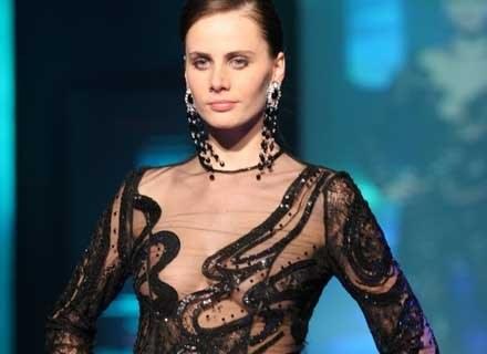 Mała czarna - zawsze elegancka i dobra na każdą okazję /MWMedia