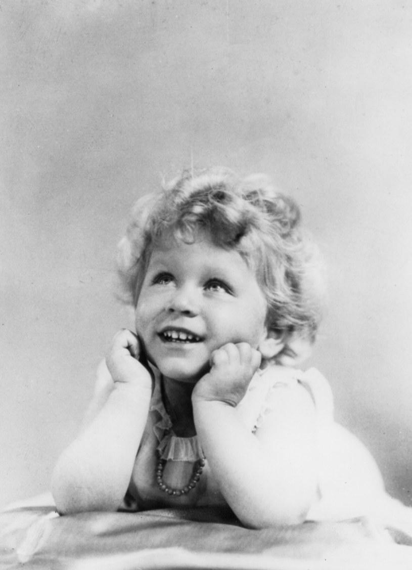 Mała Elżbieta -  pierworodne dziecko króla Jerzego VI i jego żony, Elżbiety Bowes-Lyon. /Image State /East News