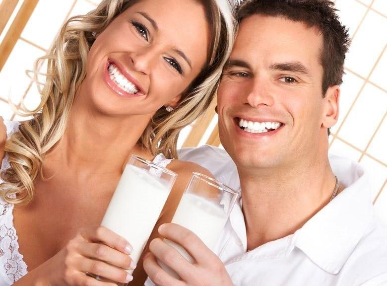 Mała ilość mleka na pewno nie zaszkodzi, ale nie powinno ono być podstawą diety /123RF/PICSEL