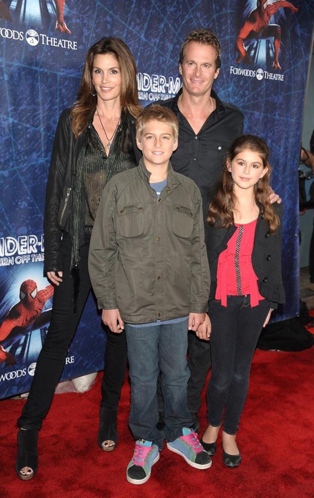 Mała Kaia Gerber z mamą, bratem i ojcem /East News