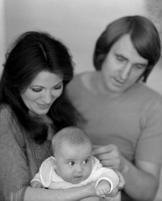 Mała Natalia z rodzicami, fot.Marek Karewicz  /East News