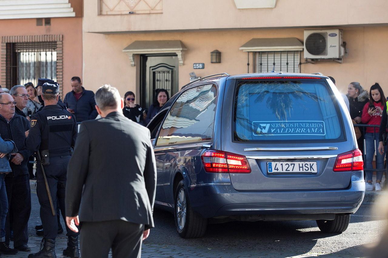 Malaga: Pogrzeb 2,5-letniego Julena. Chłopiec wpadł do dziury po odwiercie