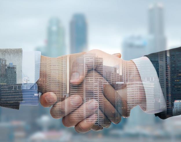 Małe firmy łączą siły w innowacjach... /©123RF/PICSEL