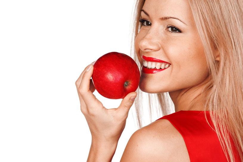 Małe jabłka zawierają więcej witaminy C niż duże /123RF/PICSEL