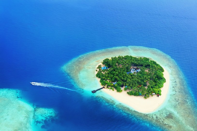Malediwy są jedną z najbardziej luksusowych destynacji wakacyjnych. Egzotyczne wyspy to raj dla miłośników nurkowania /123RF/PICSEL