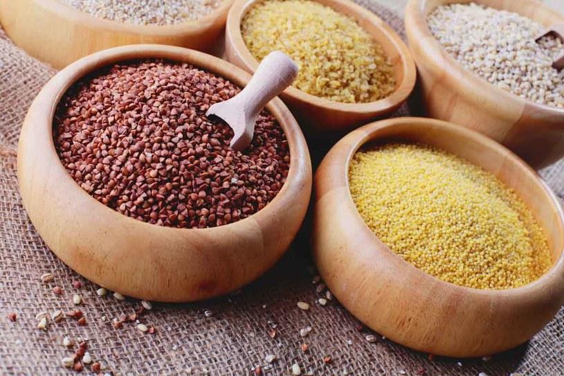 Małemu alergikowi warto podawać kaszę kukurydzianą – nie zawiera glutenu i rzadko uczula. /123RF/PICSEL