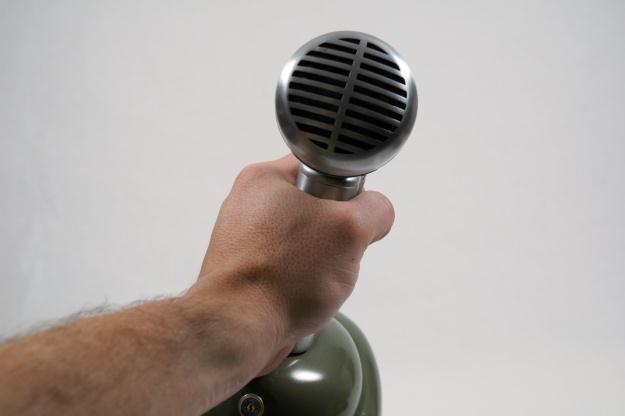 Maleńki mikrofon ma wymiar 0,5 na 0,5 mm /stock.xchng