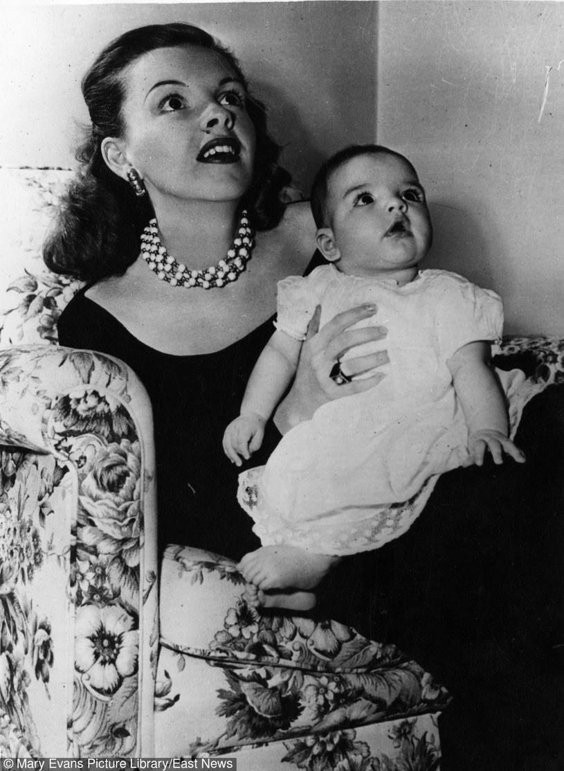 Maleńska Liza Minnelli z mamą, Judi Garland /East News