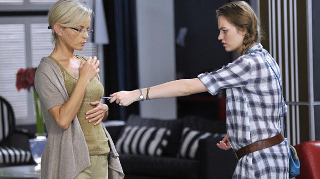 """Małgorzata Foremniak z córką Aleksandrą na planie serialu """"Hotel 52"""" / fot. Gałązka /AKPA"""
