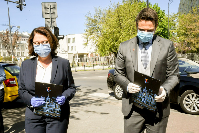 Małgorzata Kidawa-Błońska i Rafał Trzaskowski podczas współnej konferencji prasowej (23 kwietnia 2020 r.) /Jacek Dominski/ /Reporter