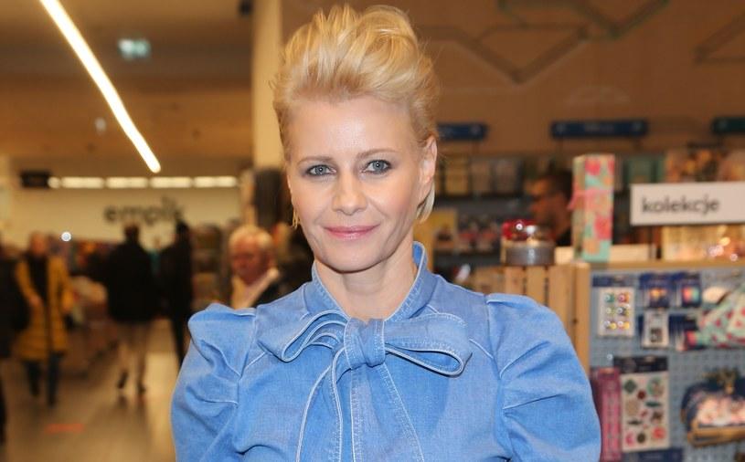 Małgorzata Kożuchowska  kocha dżins. Chętnie nosi nowoczesne kombinezony z tej tkaniny /Pawel Wrzecion /MWMedia