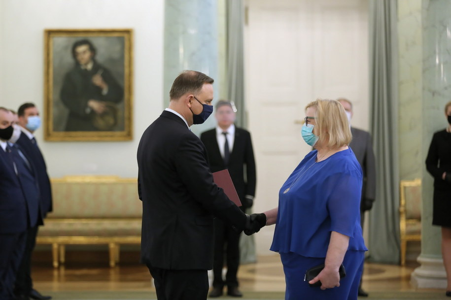 Małgorzata Manowska odbiera nominację z rąk prezydenta Andrzeja Dudy /Eliza Radzikowska-Białobrzewska/KPRP /PAP