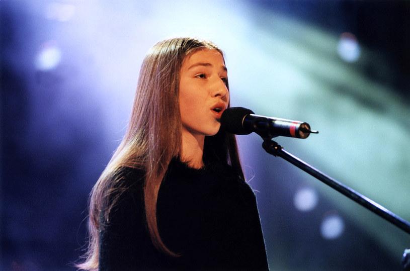 """Małgorzata Markiewicz w finale """"Szansy na sukces"""" w 2000 r. /AKPA"""