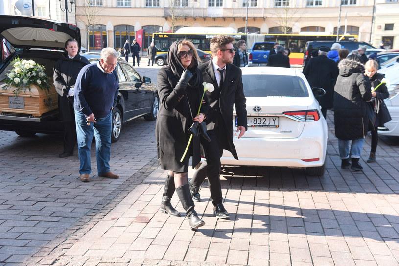 Małgorzata Ostrowska-Królikowski i Antoni Królikowski tuż przed rozpoczęciem mszy swiętej /Tricolors /East News
