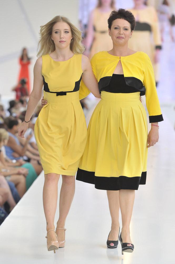 Małgorzata Pieńkowska z córką Inką - Warsaw Fashion Street /Jacek Kurnikowski /AKPA