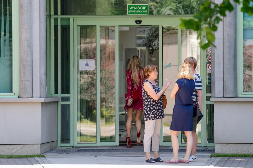 Małgorzata Rozenek-Majdan wchodzi do przychodni leczenia niepłodności /BRUNNER /Newspix